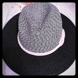 Woman's hat black and white new